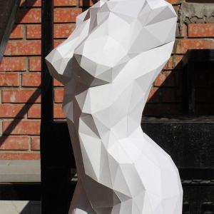 Полигональная скульптура: Женский торс
