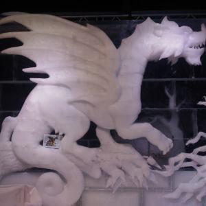 Ледяная скульптура: Свирепый дракон
