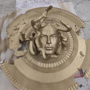 Скульптура: Щит