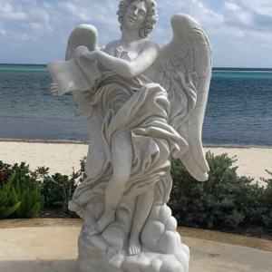 Скульптура из мрамора: Ангел с посланием