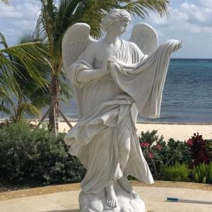Cкульптура из мрамора: Мать ангелов
