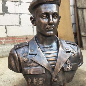 Бронзовая скульптура:  Боец 6-й роты Романов Виктор Викторович