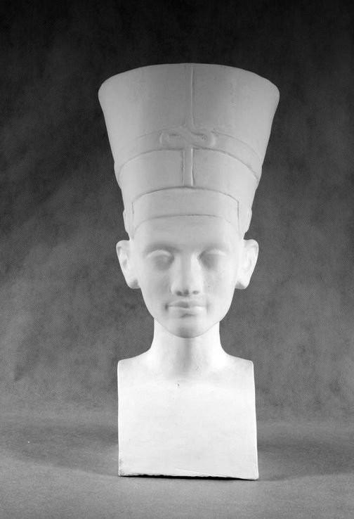 Гипсовая скульптура: Нефертити (классический образ)