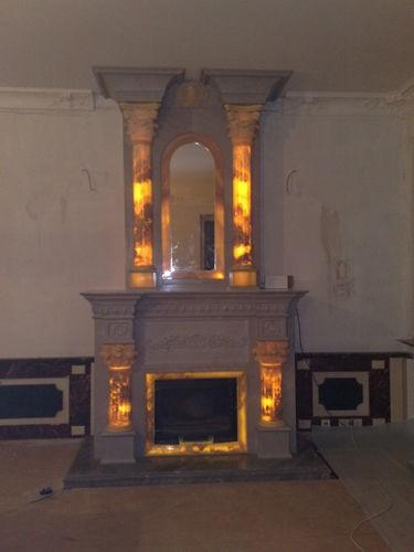 Классическая каминная облицовка с подсветкой