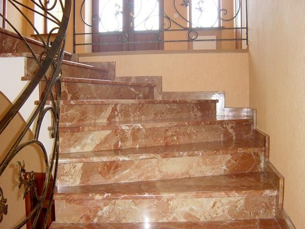 Лестница из натурального камня