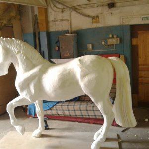 Фигура из пенопласта: Лошадь