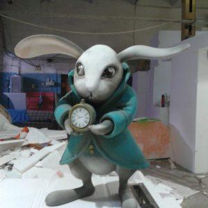 Фигура из пенопласта: Белый кролик