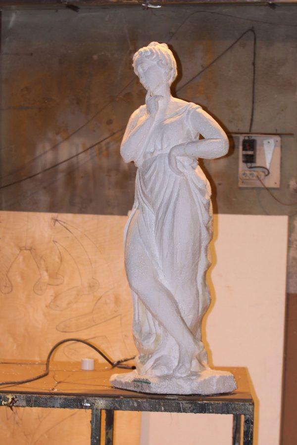 Фигура из пенопласта: Девушка в платье