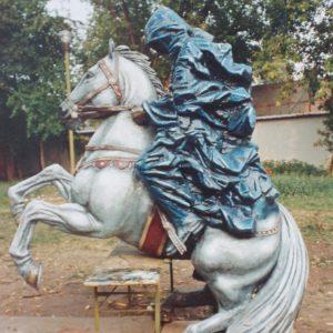 Фигура из пенопласта: Черный всадник на коне