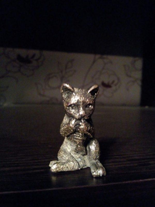 Бронзовая скульптура: «Кошка»
