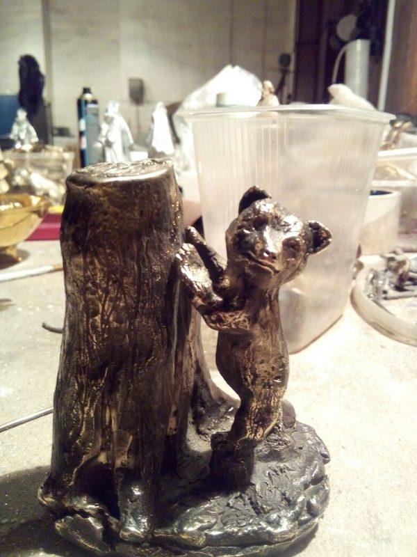 Бронзовая скульптура: «Медвежонок и пень»