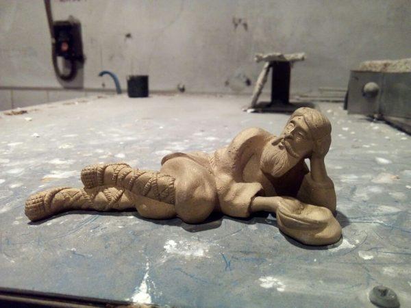 Бронзовая скульптура: Отдыхающий крестьянин