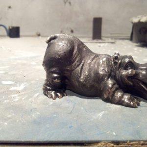 Бронзовая скульптура: Миниатюрный бегемотик