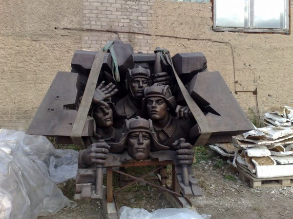 Бронзовая скульптура: «Танкисты»