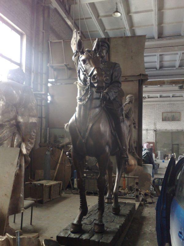 Скульптура из бронзы: Всадник на коне