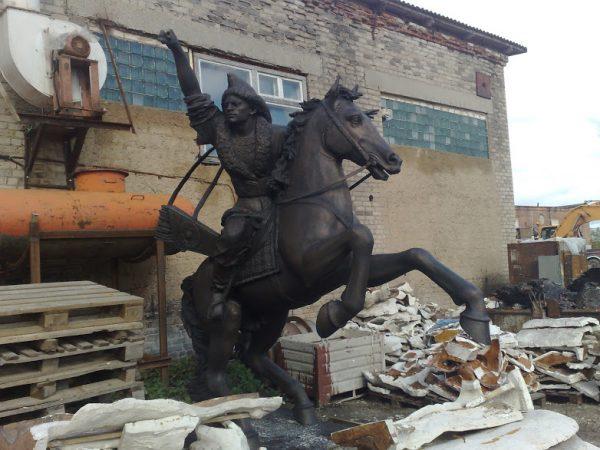 Бронзовая скульптура: Казак на коне