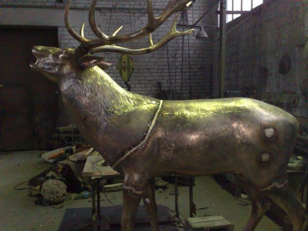 Бронзовая скульптура: Ревущий олень