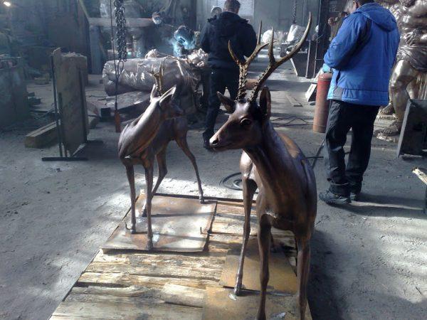 Бронзовая скульптура: Косули