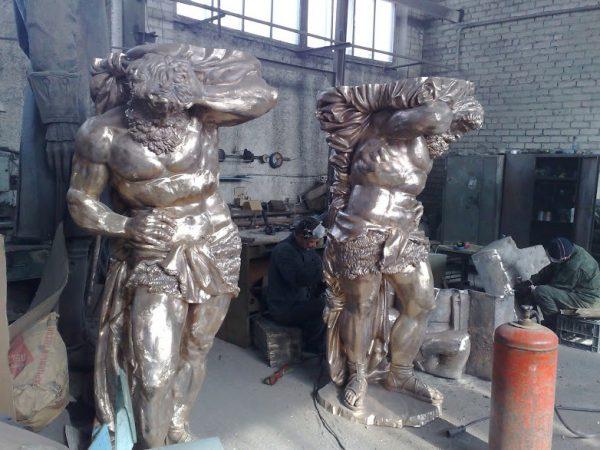 Бронзовая скульптура: «Атланты»