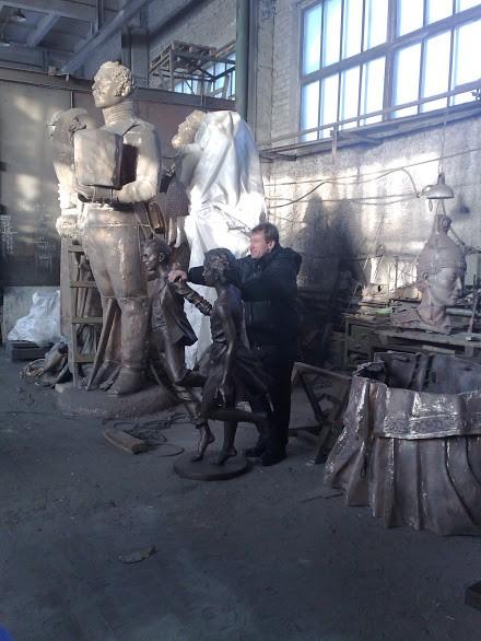 Бронзовая скульптура: Гуляющие дети