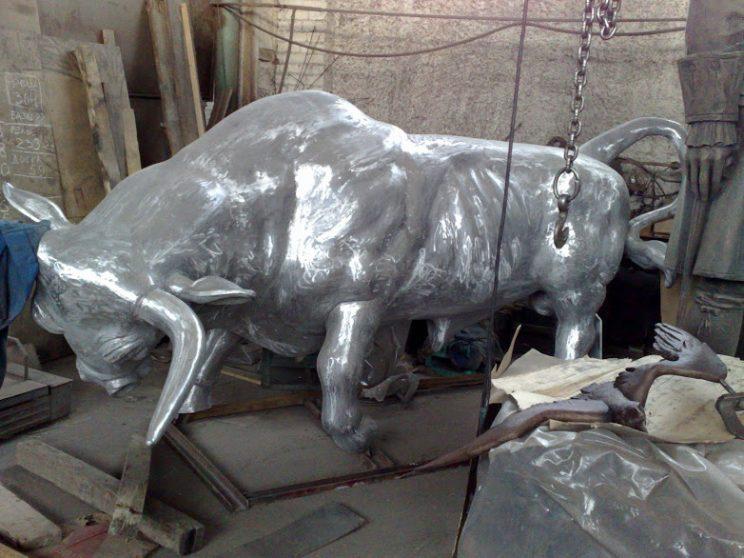 Бронзовая скульптура: Бык