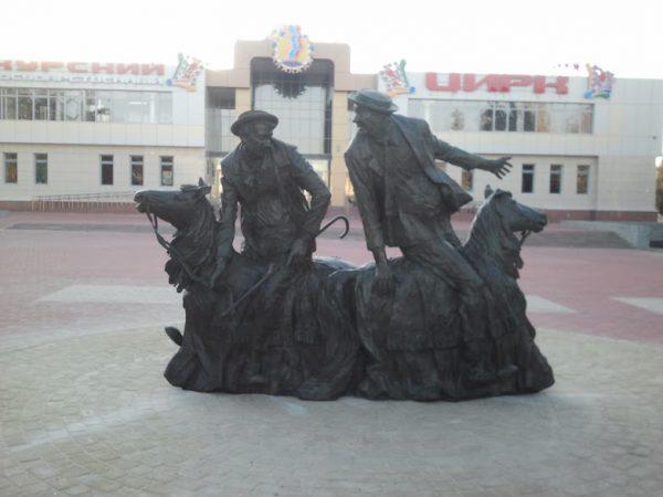 Бронзовая скульптура: Клоуны Юрий Никулин и Михаил Шуйдин