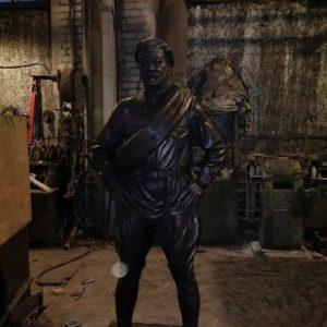 Бронзовая скульптура: Бравый советский солдат
