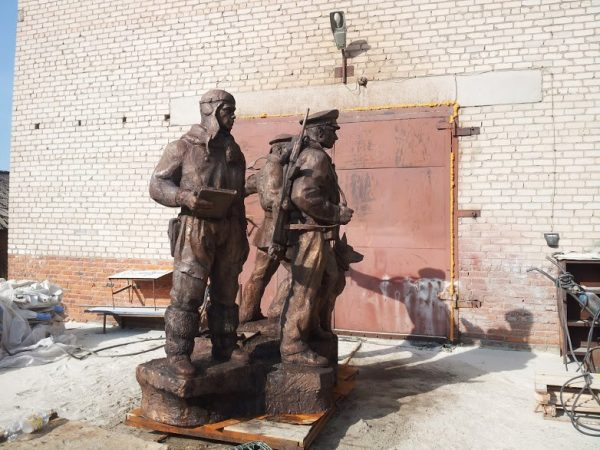 Бронзовая скульптура: Солдаты с собакой