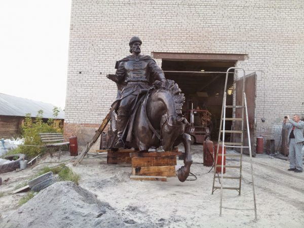 Бронзовая скульптура: Русский воин на коне