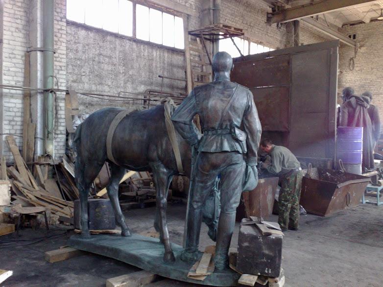Бронзовая скульптура: «Человек и конь»