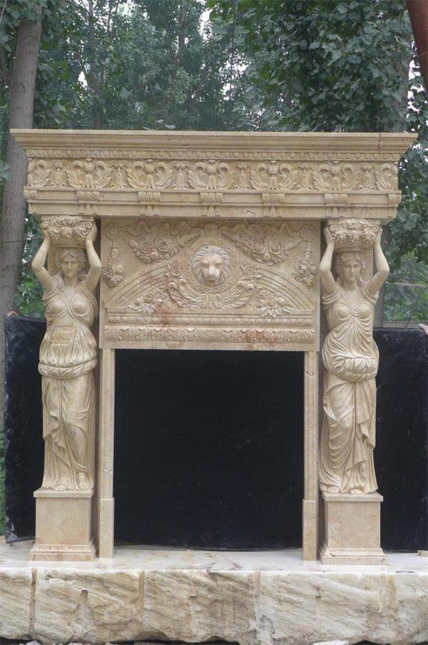Каминная облицовка из травертина со статуями