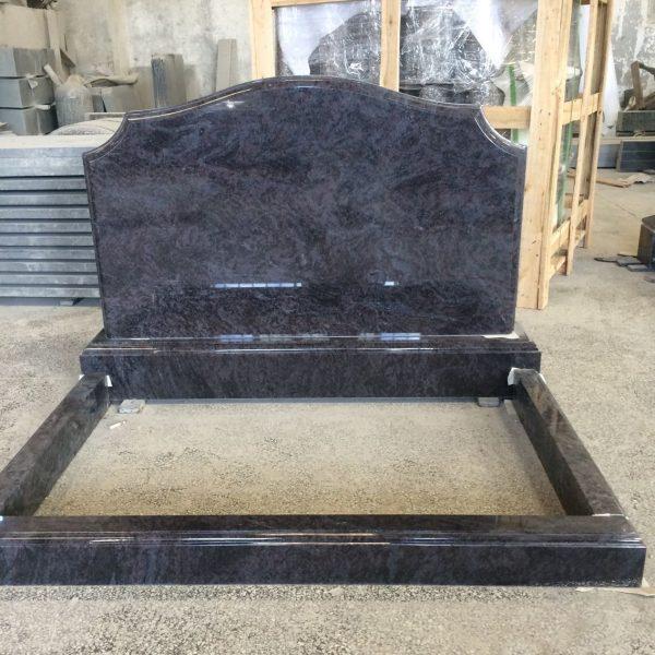Надгробный памятник на две могилки