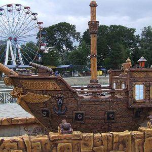 Бетонный корабль с сиреной
