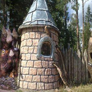 Бетонный забор со смотровой башней