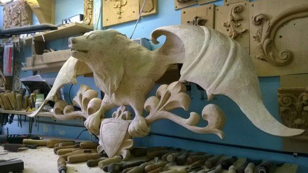 Скульптура из дерева: Крылатый медведь