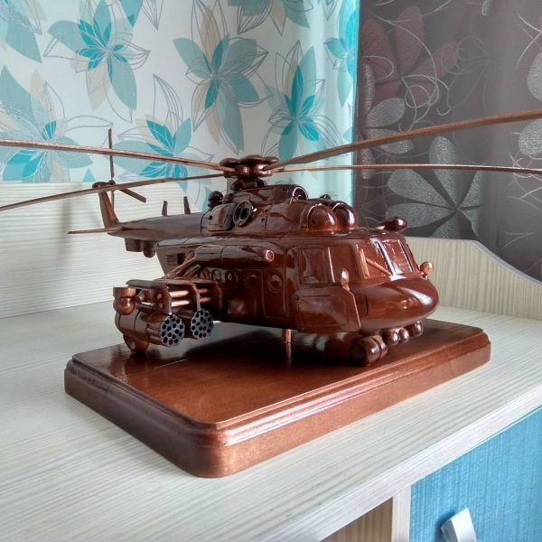 Скульптура из дерева: Боевой вертолет
