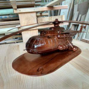 Скульптура из дерева: Вертолет