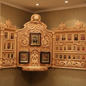 Киот для икон: Угловой деревянный иконостас