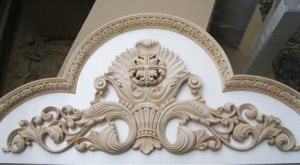 Деревянная резьба: Оформление арки храма