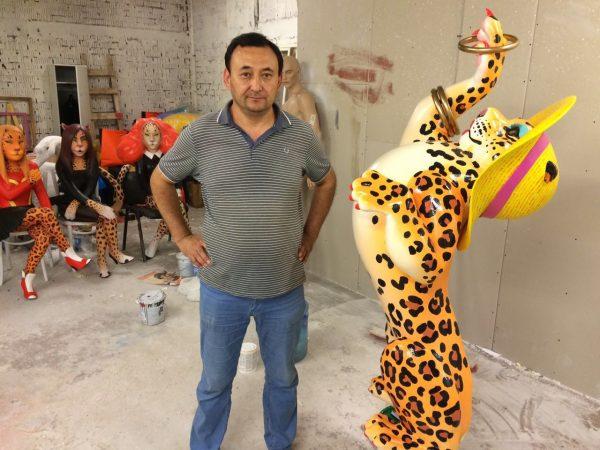 Фигура из пенопласта «Леопард в шляпке»