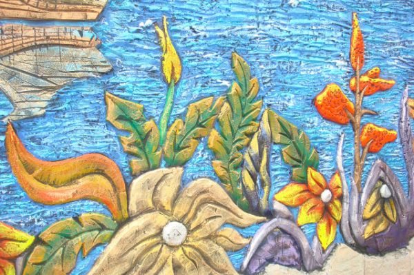 Барельеф из бетона Цветочная поляна