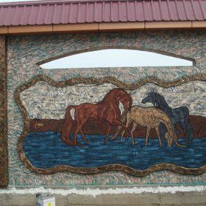 Барельеф из бетона Лошади на водопое