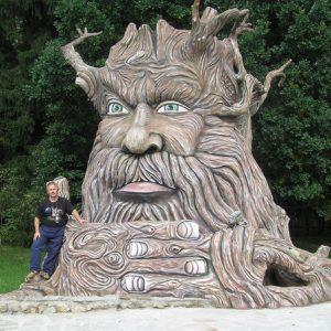 Скульптура из бетона: Говорящий дуб