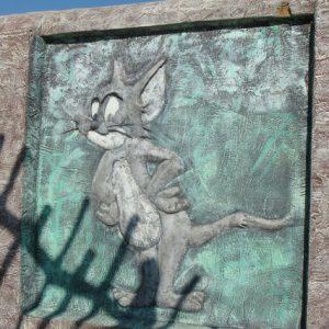 Барельеф из бетона Том