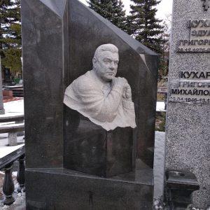 Надгробный памятник: Бюст в камне