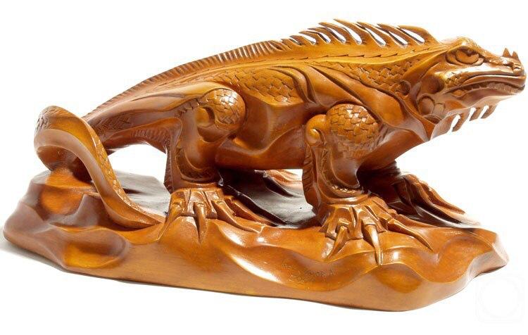Скульптура из дерева: Фигурка игуаны