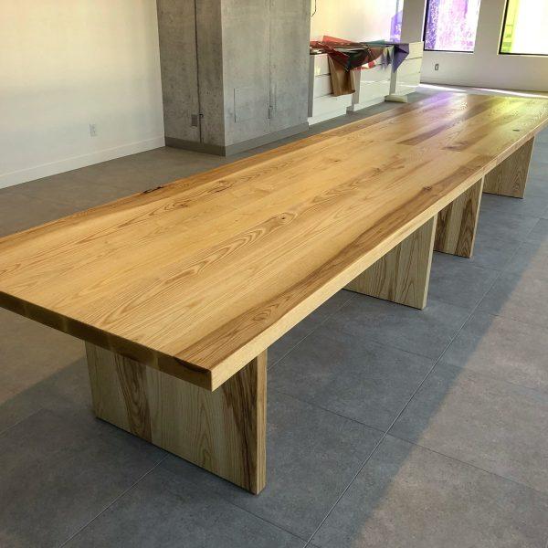 Деревянная мебель: Классический стол
