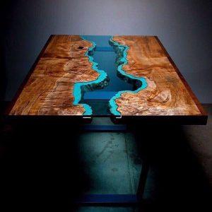 Деревянная мебель: Рабочий стол с вставкой
