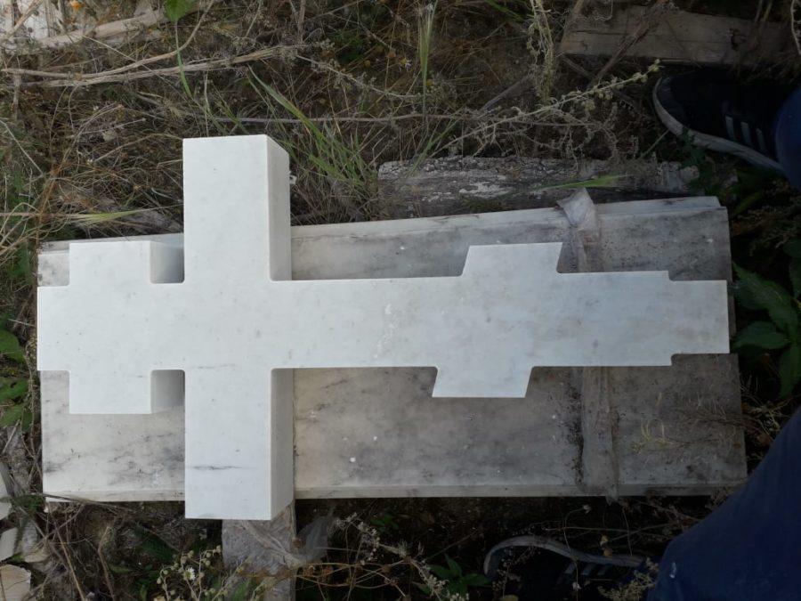 Надгробный памятник: Классический крест