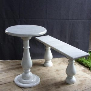 Скамья и стол из мрамора